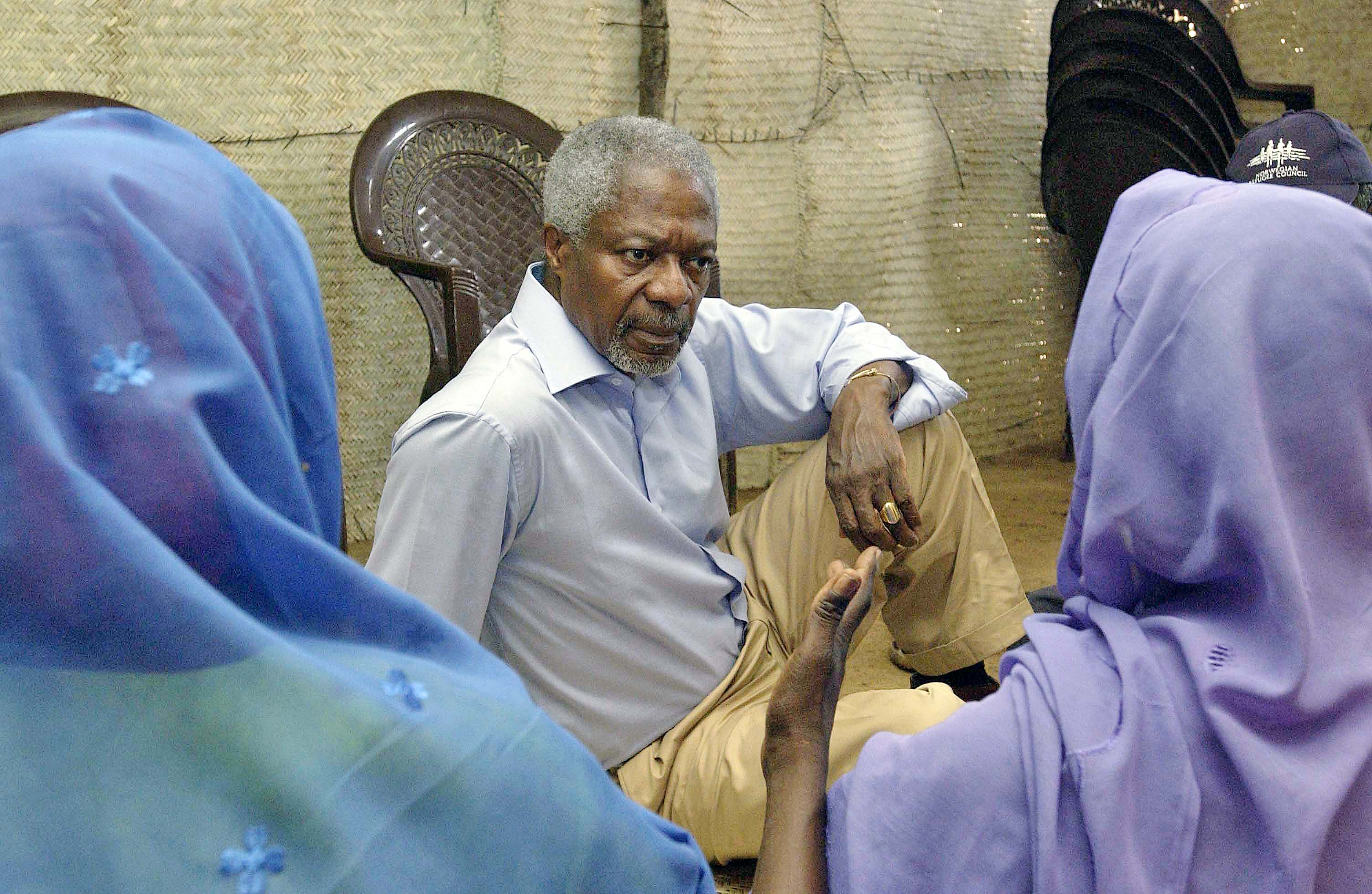 SG visits Kalma Camp in south Darfur, where aprox 100,000 internally displaced persons are living. SG meets with with women from the camp who air their grievences. For their safety, the image does not show their faces.