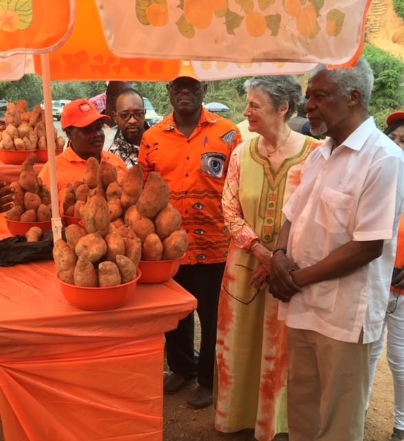 Mrs Nane Annan and Kofi Annan with orange fleshed sweet potato